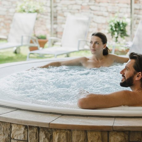 Relax in the whirlpool of the Löwen Spa